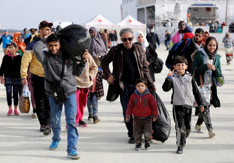 © REUTERS/Antonio Parrinello  Des réfugiés sur le port sicilien d'Augusta en Italie, 2017.