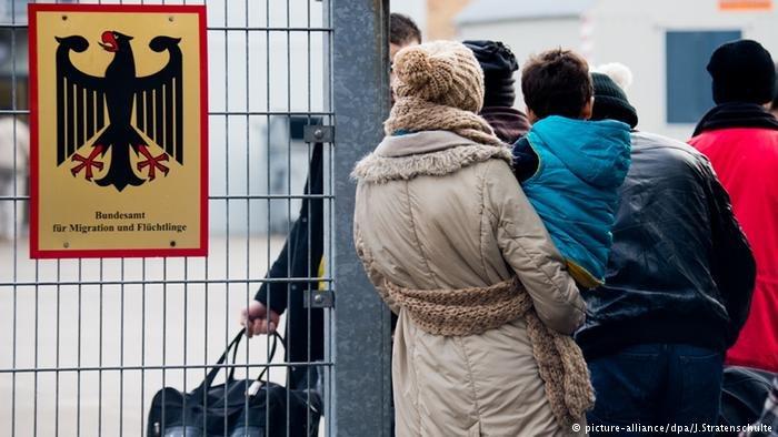 اداره مهاجرت و پناهندگی فدرال آلمان در سال گذشته، روی حدود ۲۱۶ هزار درخواست پناهندگی در مراحل ابتدایی و ثانوی تصمیم گرفته است.