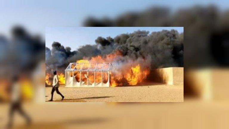 L'incendie a ravagé une bonne partie du camp qui accueillait environ 1 400 demandeurs d'asile près d'Agadez au Niger. Crédit : DR