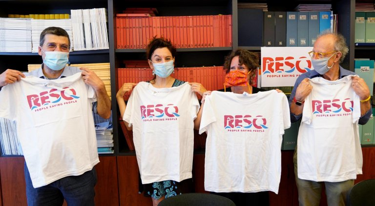 Former prosecutor Gherardo Colombo, on the right, alongside volunteers from the ResQ - People Saving People association, which aims to conduct rescue operations for people in distress at sea. Milan, July 29, 2020 | Photo: ANSA/DUILIO PIAGGESI