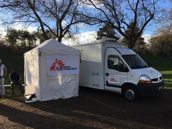 Une clinique mobile de MSF. Crédit : InfoMigrants