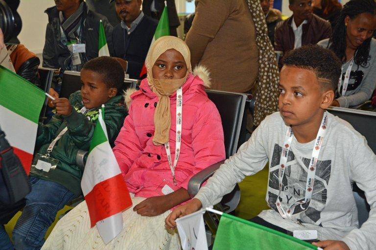 ansa / أطفال إثيوبيون يهبطون في مطار فيوميتشينو بروما عبر الممرات الإنسانية. المصدر: أنسا/ ريدازيوني تلينيوز