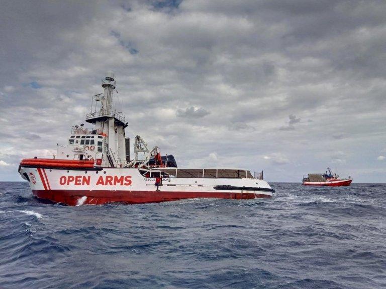 Open Arms risque une amende pouvant aller jusqu'à 900 000 euros en cas de sauvetage en mer Méditerranée. Crédit : Open Arms