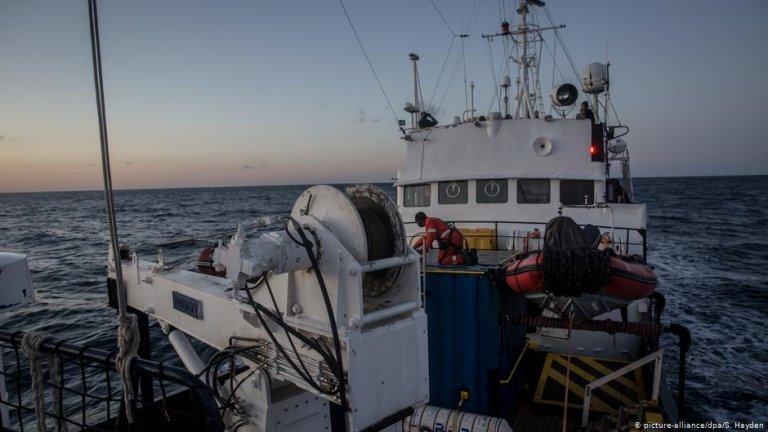 Le navire humanitaire Alan Kurdi. | Photo: Picture-alliance/dpa/S.Hayden