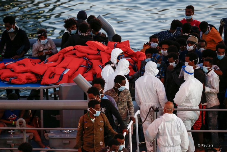 Rescued migrants disembark during their arrival in Senglea, in Valletta's Grand Harbour on Malta, July 27, 2020 | Photo: REUTERS