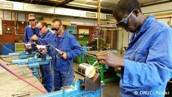 دویچه وله- شمار پناهجویان علاقمند برای فراگیری مهارتهای صنایع دستی در آلمان افزایش یافته است.