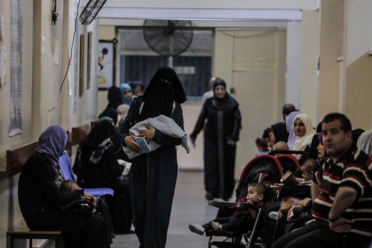 Palestinians refugees wait at an UNRWA clinic to receive free medical check up from the United Nation Relief and Works Agency (UNRWA) teams in Gaza City | Photo: EPA/HAITHAM IMAD
