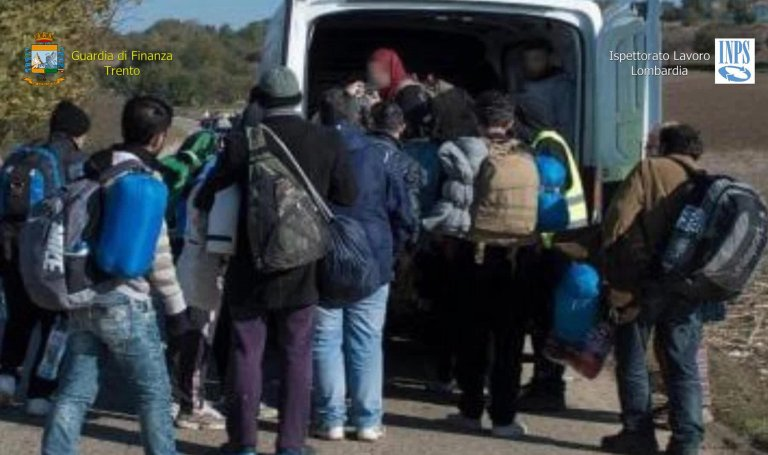 Foreign workers taken to work in the fields of northern Italy. A network that was exploiting them was discovered by the Italian financial police in collaboration with the national social security institute INPS. May 28, 2019 | Photo: ANSA/ GUARDIA DI FINANZA