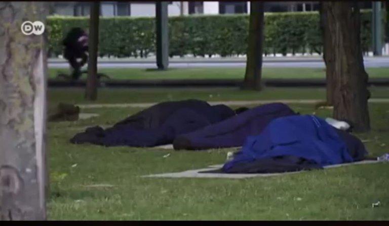 الشرطة البلجيكية ترغب بإخلاء حدائق ينام فيها لاجئون ومهاجرون