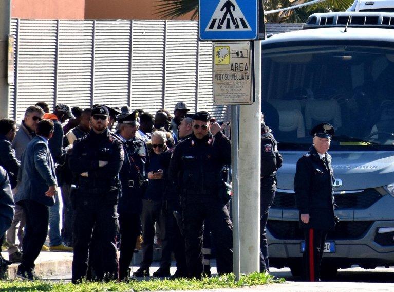 Migrants being transferred from the Cara di Mineo centre, near Catania, to other facilities in Sicily | Photo: ANSA/Orietta Scardino