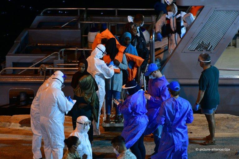 Migrants from the Talia cargo ship Migrants disembark at Boiler Wharf in Senglea, Malta, on July 8, 2020   Photo: Picture-alliance