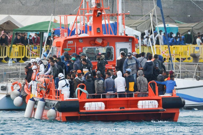 Migrants arrive at the Arguineguin dock on Gran Canaria after being rescued by Spanish Salvamento Maritimo on November 8, 2020 | Photo: Imago Images