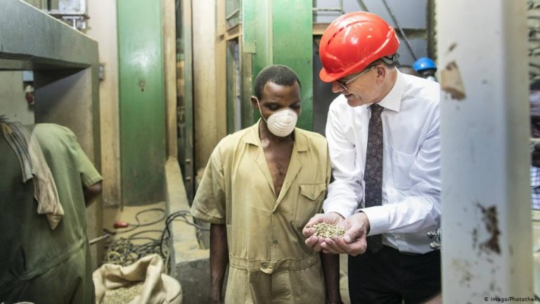 German development cooperation minister Gerd Mueller during a visit to Uganda | Photo: Imago/Photothek
