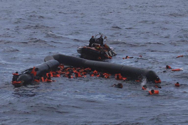 دست کم شش مهاجر پس از واژگون شدن قایق شان روز چهارشنبه ۱۱ نوامبر در آبهای مدیترانه جان باختند