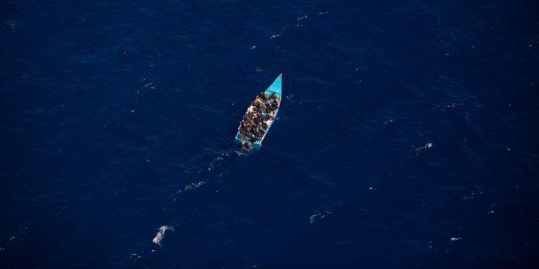 En 2011, un canot de migrants a dérivé pendant 15 jours en mer sans être secourus par les navires alentours. Sur les 70 passagers, 63 mourront. Crédit : Sea-Watch