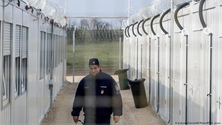 ټرانیزیټ زون کې د هنګري پولیس. انځور: آرشیف،Picture-alliance/ AP