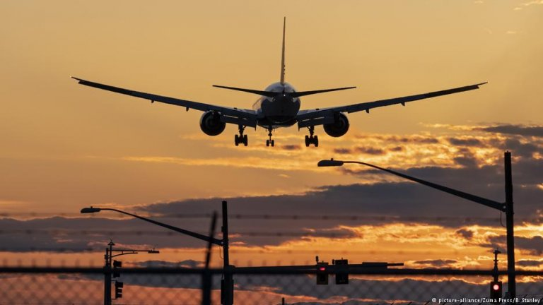If you ignore the rules your flight might turn into a one-way ticket | Credit: picture-alliance/Zuma Press/B. Stanley