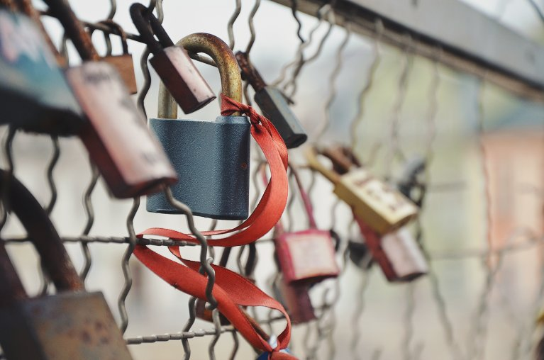love-bridge-love-padlock-amour