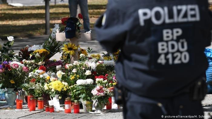 picture-alliance/dpa/H. Schmidt |في هذا المكان في مدينة كيمنيتس سقط مواطن ألماني قتيلا بطعنات سكين واتهم طالبوا لجوء من الشرق الأوسط بالقيام بهذا الفعل