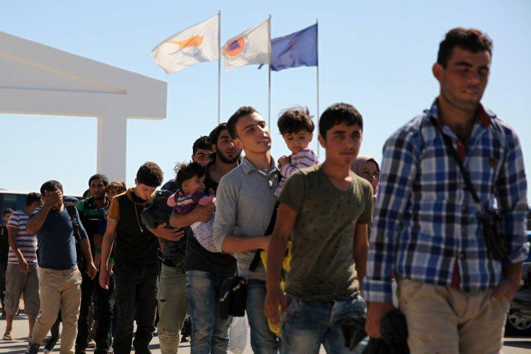 Des migrants patientent devant un camp de réfugiés à Nicosie, le 10 septembre 2017. Crédit : Reuters