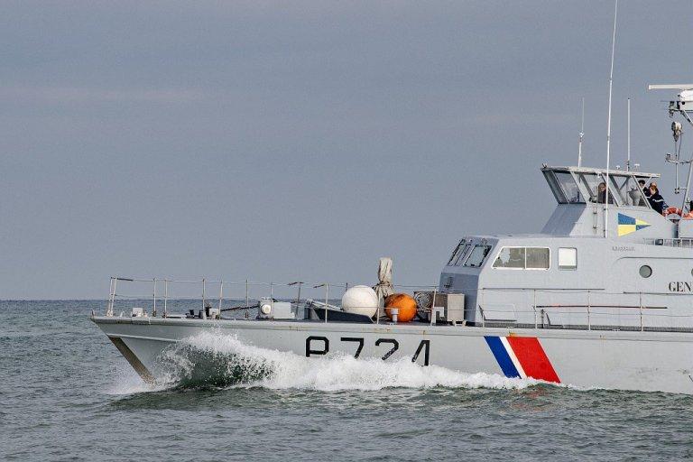 Un bateau des garde-côtes français dans La Manche. Crédit : PREMAR Manche / Twitter
