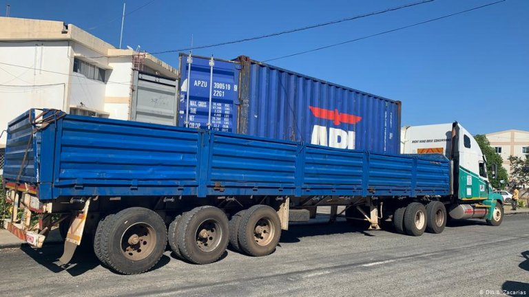 A truck and container where dozens of migrants were found in Mozambique | Photo: DW/A.Zacarias