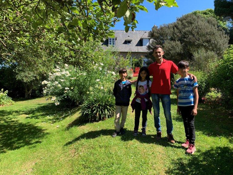 RFI/ Sami Boukhelifa |Ahmed Sido avec trois de ses cinq enfants.