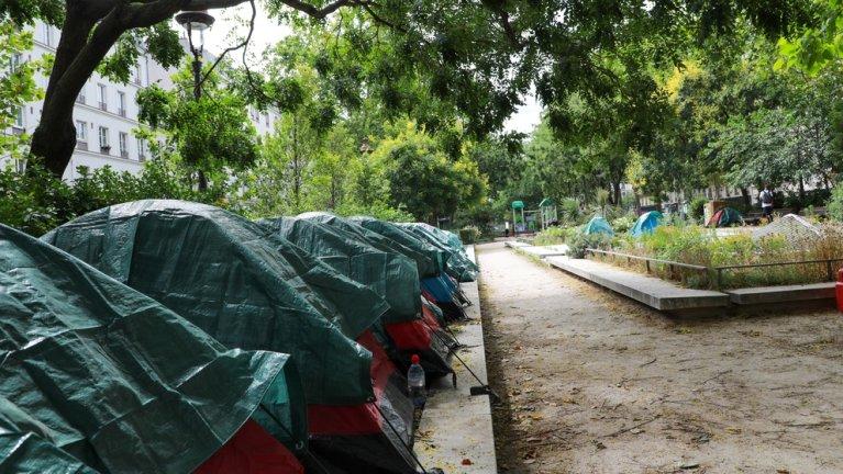Le campement de jeunes migrants avait été installé le 30 juin 2020 près de la place de la République, à Paris, pour interpeller les autorités sur le sort des jeunes qui assurent être mineurs. Il a été évacué le mardi 4 août 2020. Crédit : Nicolas Guyonnet/MSF