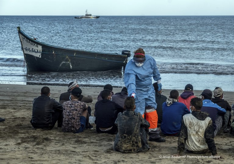 له مراکش څخه و کاناري ټاپوګانو ته رسېدلي مهاجر| Photo: picture alliance/AP Photo