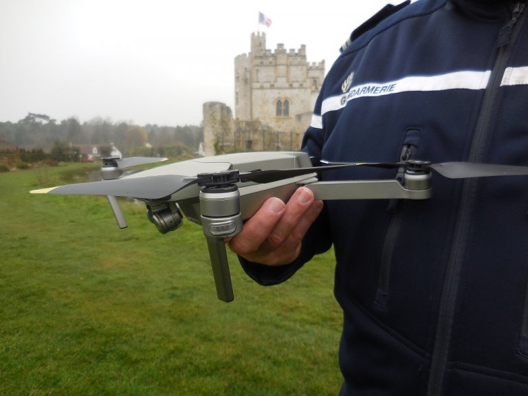 Huit gendarmes ont été formés au pilotage de drone. Crédit : gendarmerie