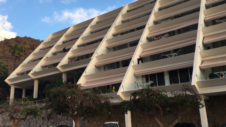 The HolidayClub hotel on Gran Canaria in late November, 2020. The hotel is one of 17 tourist facilities that houses migrants | Photo: Benjamin Bathke/InfoMigrants