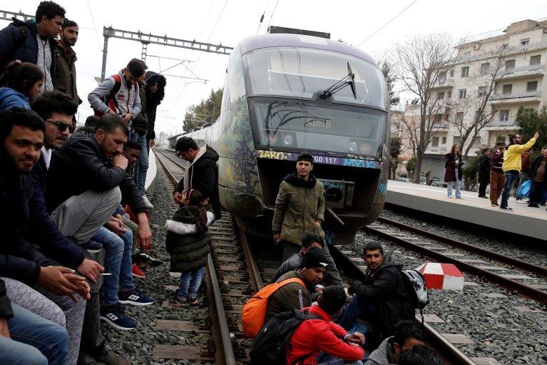 Près de 200 migrants bloquent la gare d'Athènes, en Grèce. Crédit : Reuters