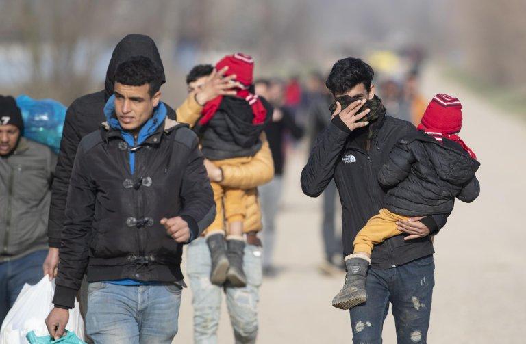 Migrants and refugees walk with their belongings towards the Greek border near the Pazarkule border crossing in Edirne, Turkey | Photo: EPA/TOLGA BOZOGLU