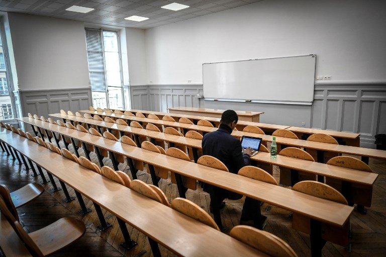 صورة من الأرشيف لطالب مهاجر في قاعة جامعية في فرنسا. المصدر: وكالة الانباء الفرنسية