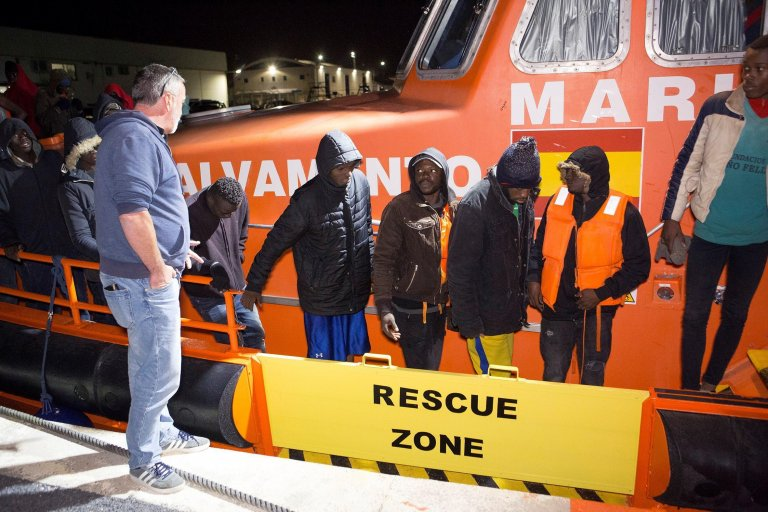 Sub-Saharan migrants disembark from a Sea Rescue vessel upon their arrival to the port of Motril in Granada, Spain, 27 April 2019 | Photo: EPA/Miguel Paquet