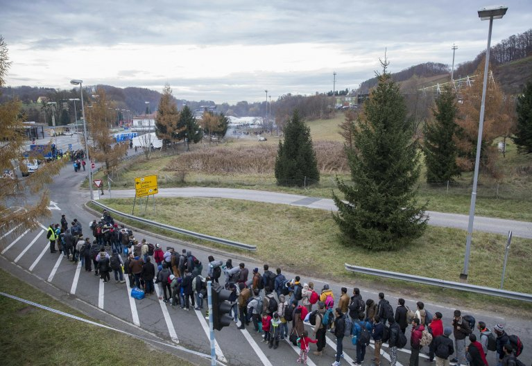 Migrants waiting in line at the Slovenian-Austrian border in Spielfeld, Austria | Photo: Archive EPA/Erwin Scheriau