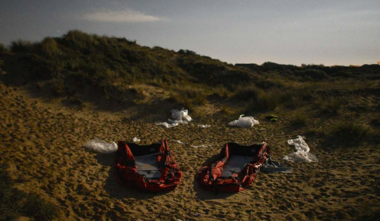 Two migrant dinghies abandoned on a beach near Wimereux. Photo taken on the night between September 1 and 2, 2020 | Photo: Mehdi Chebil