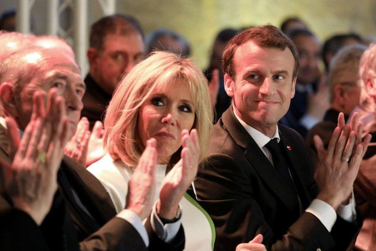 Le ministre de l'Intérieur, Gérard Collomb, Brigitte Macron et le président Emmanuel Macron. Crédit : Reuters