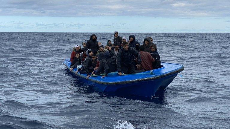 Image d'archives d'une embarcation de migrants en Méditerranée. Crédit : Open Arms