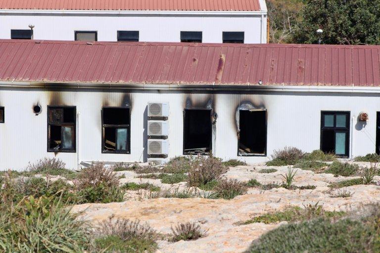 ansa / مركز استقبال المهاجرين في لامبيدوزا بعد إخماد الحريق. المصدر: إليو ديسيديريو