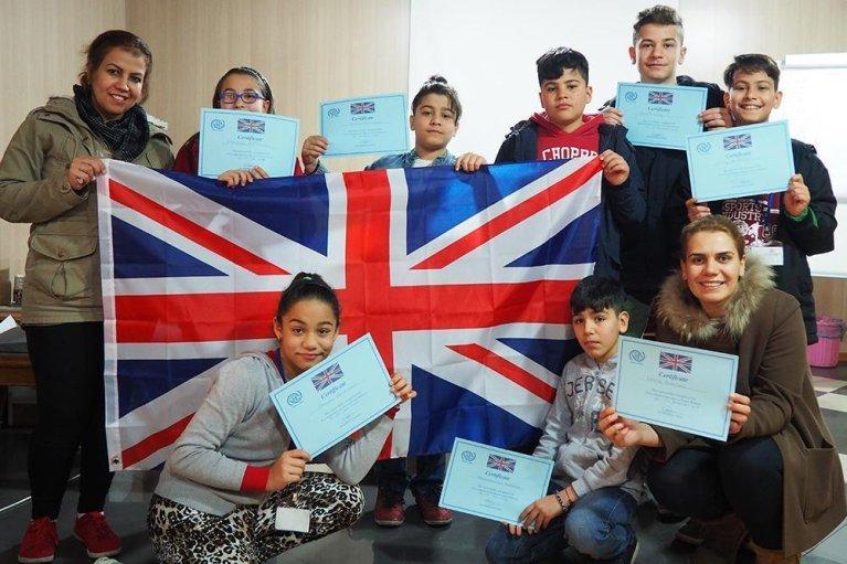 "ansa / إعادة توطين أكثر من 10 آلاف مهاجر سوري في المملكة المتحدة المصدر ""أنسا"""