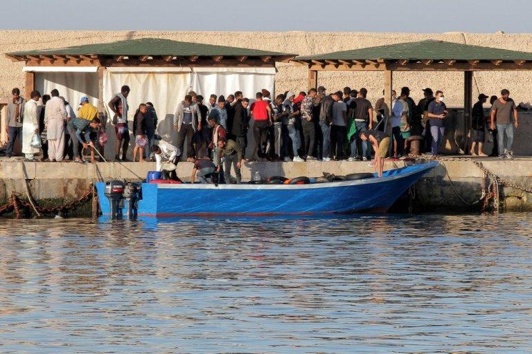 گروهی از پناهجویان که به جزیره لامپدوسا رسیده اند