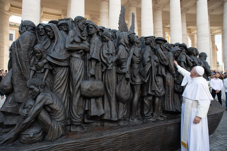 Pope Francis attends the unveiling of a the sculpture called 'Angels Unaware' by Canadian sculptor Timothy P. Schmalz, depicting a group of 140 migrants of various cultures and from different historic times | Photo: EPA/VATICAN MEDIA