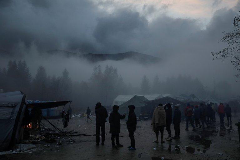 Environ 2 500 migrants survivent dans le camp de Vucjak et dans les bois alentours dans l'espoir de réussir à passer la frontière croate. Crédit : Reuters