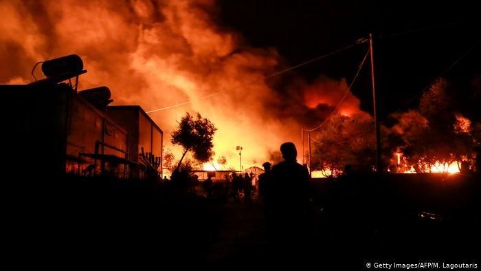 در یک آتش سوزی ویرانگر، کمپ موریا در جزیره لیسبوس از بین رفت