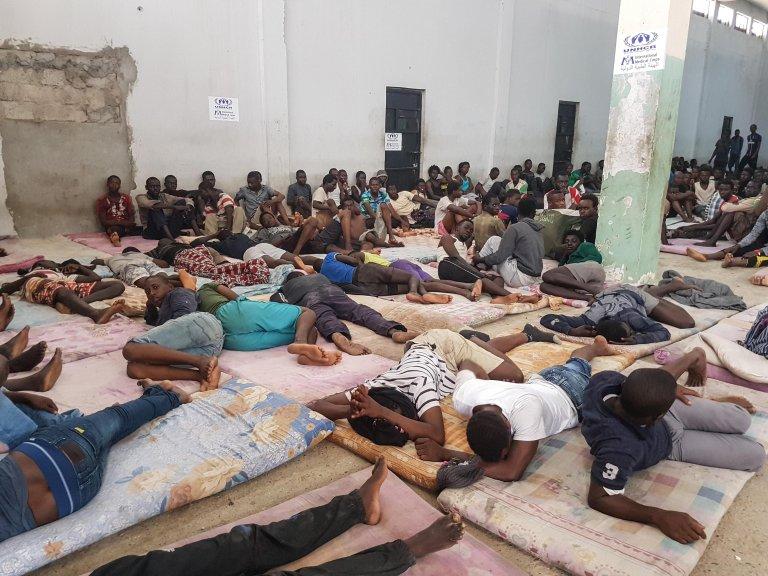 أرشيف / مهاجرون أفارقة في أحد مراكز الاحتجاز في ليبيا. الصورة: ANSA