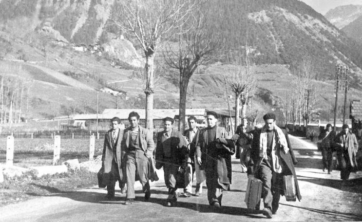 إيطاليون يعبرون جبال الألب للدخول إلى فرنسا في 1946/ متحف التاريخ والهجرة باريس