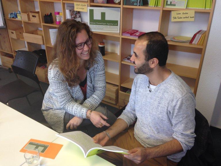 من لاجئ إلى متطوع - حسين يساعد أيضاً الآن في المشروع