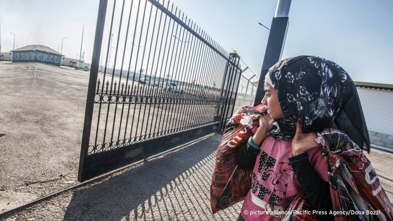 Woman refugee in Kilis. On the Turkish Syrian border, Syrian refugees enter other refugee camp to escape the civil war | Photo: Picture-alliance/Pacific Press/Dona Bozzi