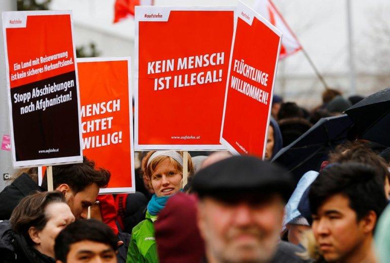 Des autrichiens manifestent contre le racisme et la politique européenne en matière d'immigration. Crédit : Reuters / Leonhard Foeger